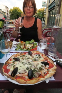 A first: Seafood pizza in Tarbes!